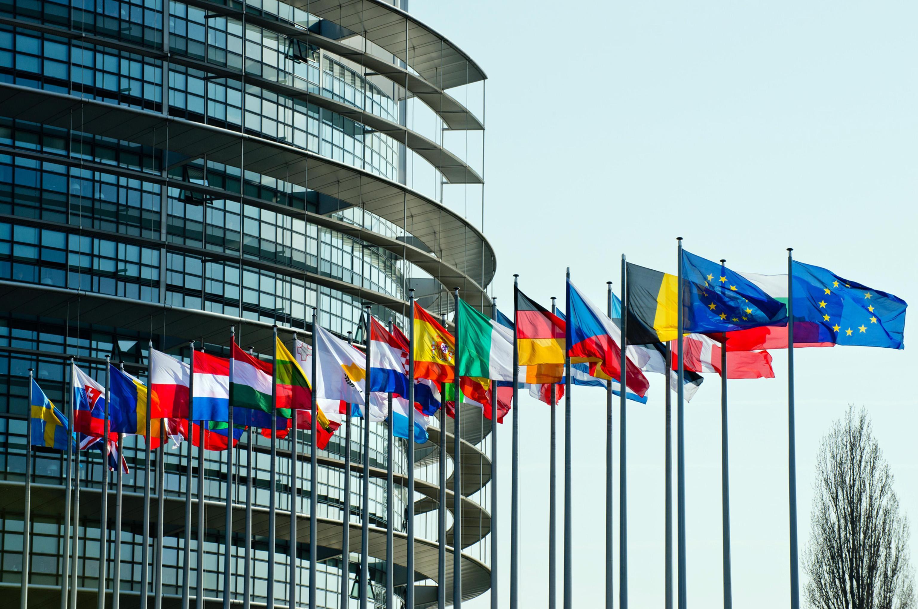 L'EUROPA BACCHETTA I MEDIA: POCHE DONNE IN RUOLI DECISIONALI RAFFORZANO STEREOTIPI
